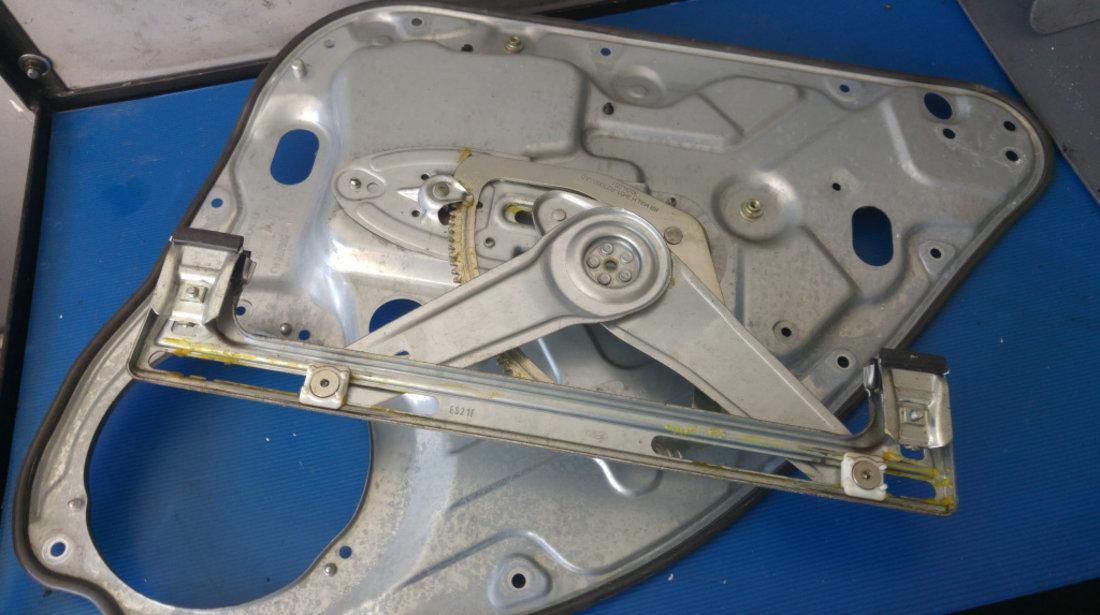 Macara manuala geam stanga spate ford focus 2 scurt 3m51-r27000-ad