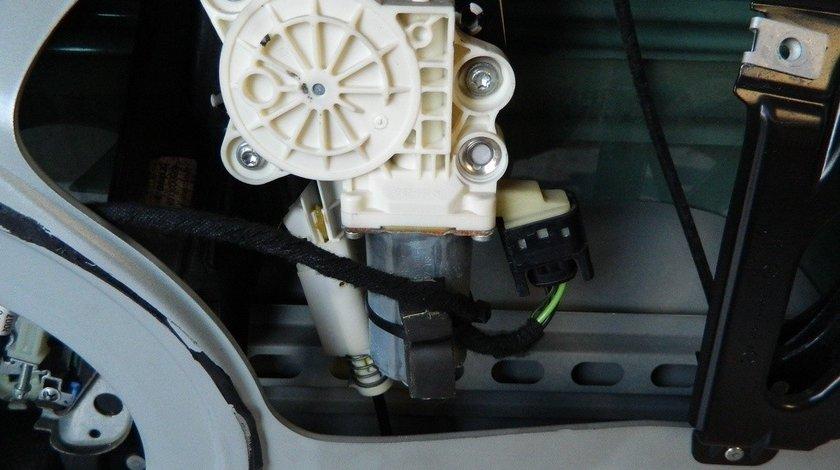 Macara stanga spate Mercedes CLS W 219