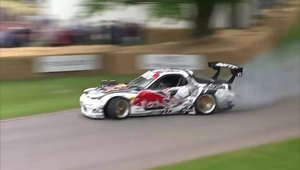 Mad Mike rupe asfaltul de la Goodwood cu al sau RX7