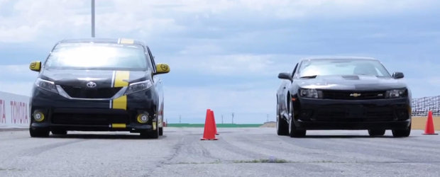 Magia Tuningului: O Toyota Sienna modificata bate pe circuit un Chevrolet Camaro SS