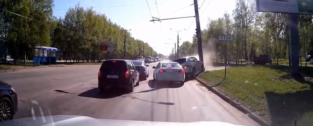 Mai proaspat ca primavara: cea mai noua compilatie cu accidente din Rusia