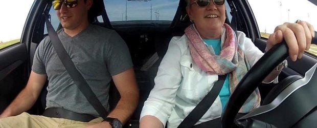 Mama care merge cu un Mitsubishi Lancer EVO de 900cp