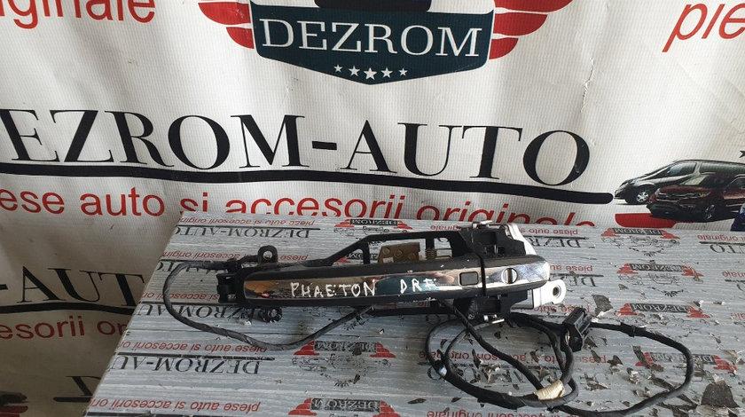 Maner usa (keyless entry) cu antimoniu dreapta fata VW Phaeton cod piesa : 3D0837886J