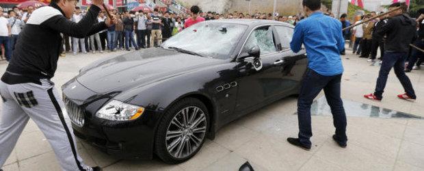 Maserati Quattroporte, facut praf cu ciocanul