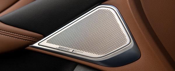 Masina care concureaza cu BMW Seria 3 a primit o noua versiune. Tapiteria din piele maronie si sistemul audio cu 16 boxe sunt standard