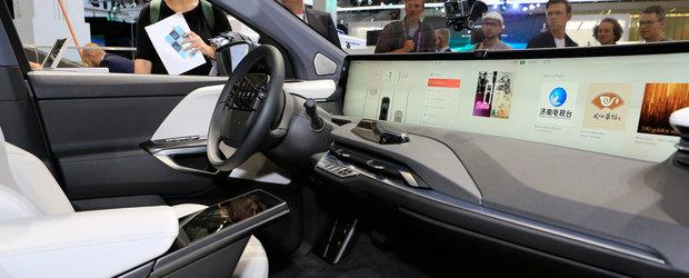 Masina cu cel mai mare display din industrie. Cat costa in Europa