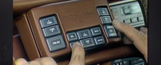Masina cu mai multe butoane pe volan decat o Dacie la interior. E din '88