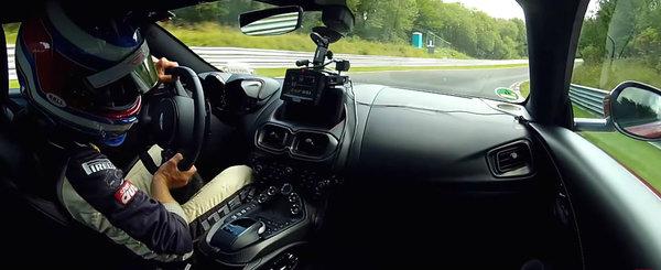 Masina cu motor V8 si pret de 150.000+ euro a pierdut. Un Renault Megane a facut-o de ras