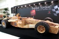 Masina de F1 URIASA, confectionata din PAINE