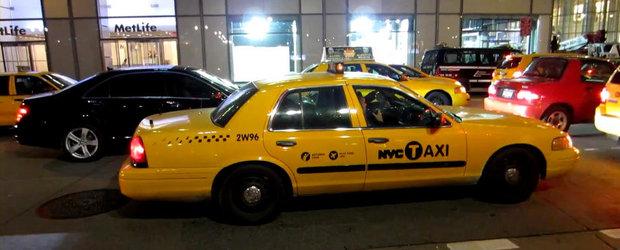 Masina de politie deghizata in taxi, surprinsa pe strazile din New York