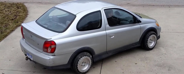 Masina ideala pentru femei si barbati cu probleme la parcarea laterala. Aviz blondelor!