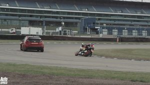 Masina vs motocicleta: Duel pe circuit intre Civic Type R si CBR1000RR SP