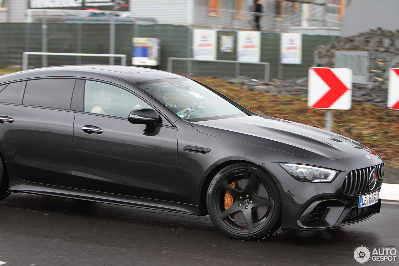 Mercedes AMG GT4 Door Coupe in trafic - Mercedes AMG GT4 Door Coupe in trafic