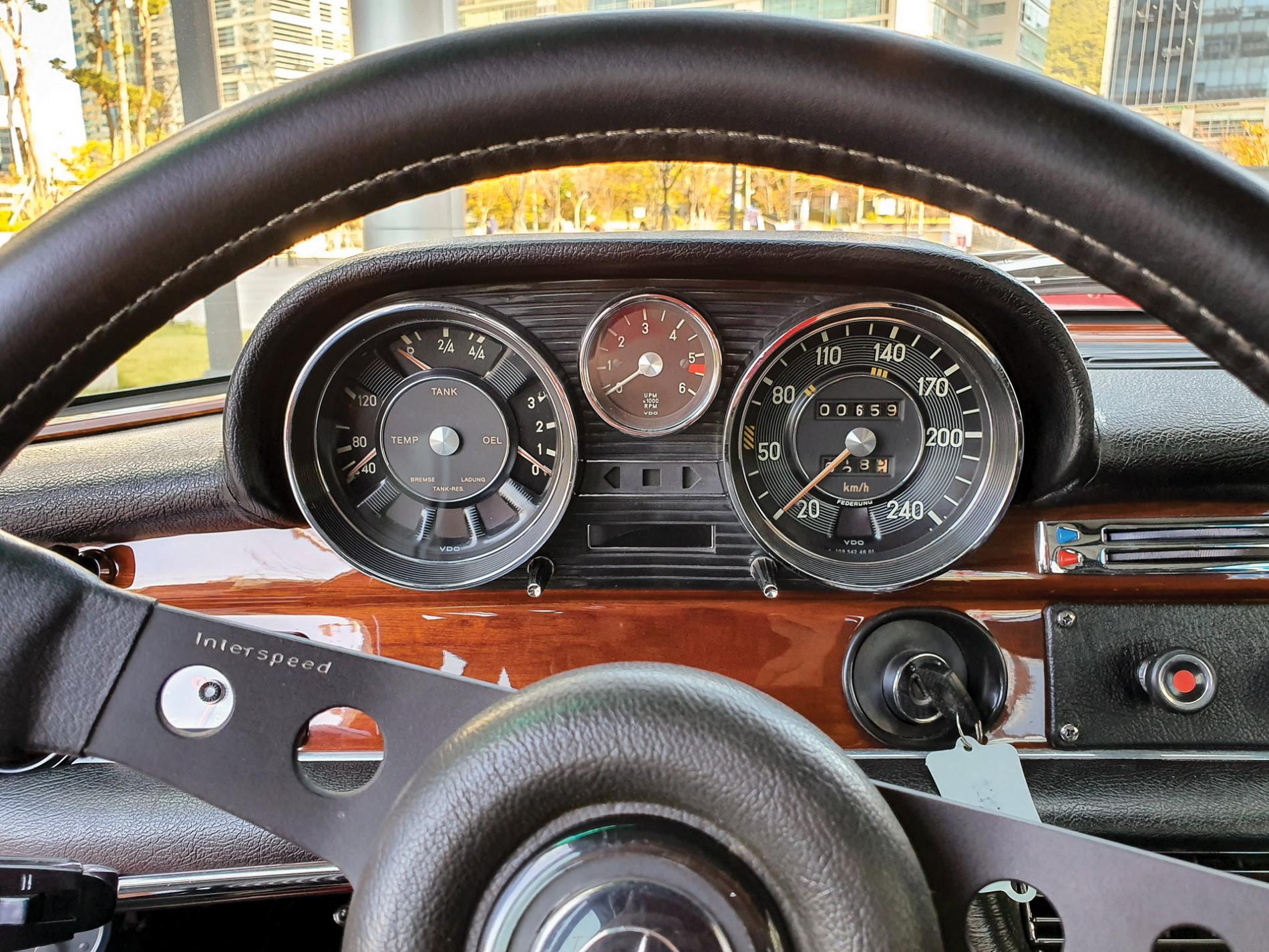 Mercedes-Benz 300 SEL replica Red Pig - Mercedes-Benz 300 SEL replica Red Pig