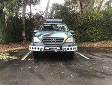 Mercedes-Benz ML320 replica Jurassic Park