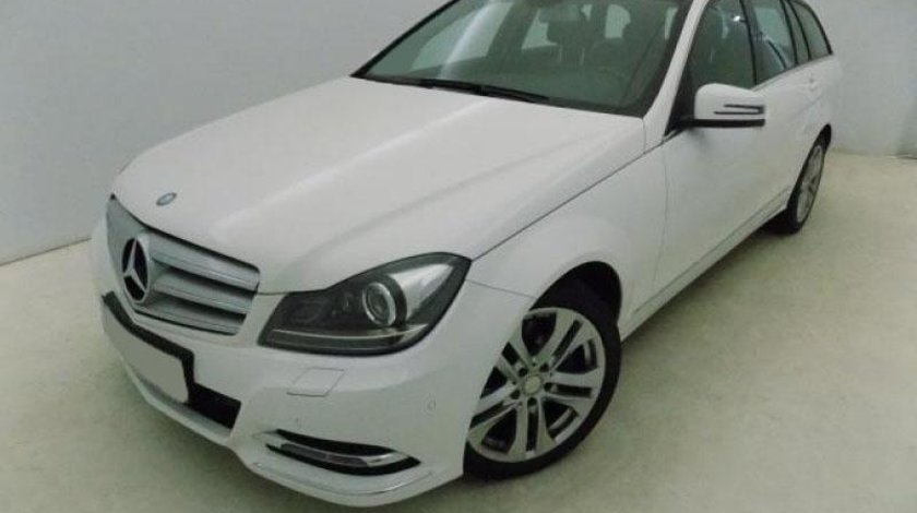 Mercedes C 200 300 CDI V6 T-Modell 4Matic BlueEFFICIENCY 7G-TRONIC PLUS - 2.987 cc / 231 CP 2013