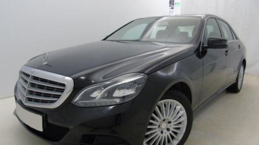 Mercedes E 200 350 4Matic 7G-TRONIC BlueEFFICIENCY ECO Start/Stop - 3.498 cc / 306 CP 2013
