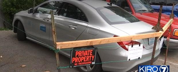 Mercedes luat ostatic dupa ce soferul a parcat pe spatiu privat