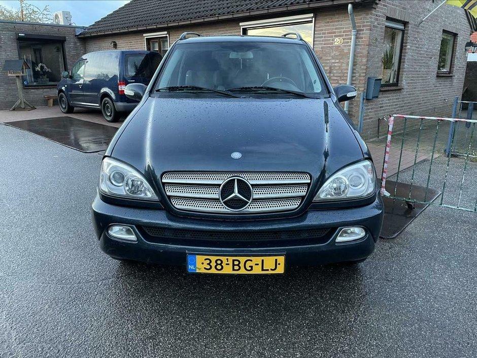 Mercedes ML cu 842.363 de kilometri la bord