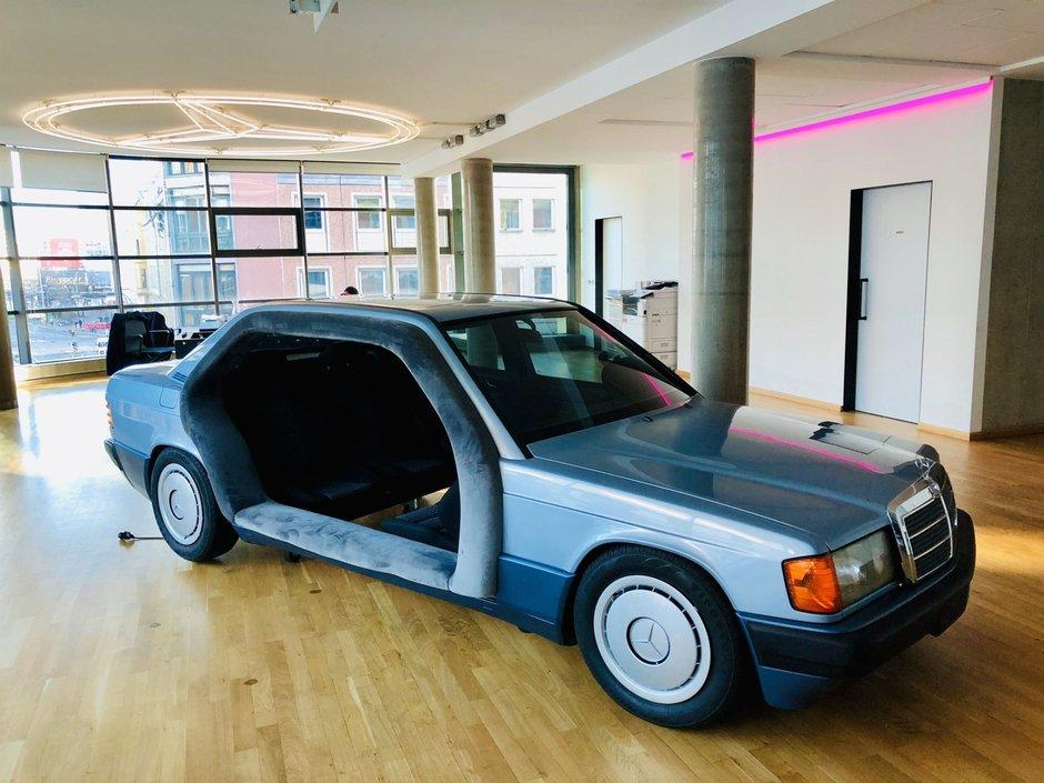 Mercedes transformat in sala de sedinte