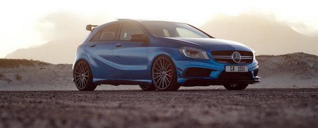 Mercedes-ul A45 AMG arata fabulos pe albastru si cu jante Vossen