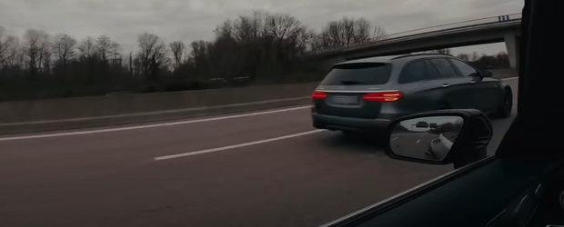 Mergeau cu 100 km/h pe autostrada cand, deodata, au primit FLASH-uri sa elibereze banda. Erau mult prea inceti pentru aceasta masina