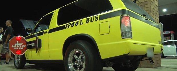 'Microbuzul' de scoala care baga spaima in elevi are 700 cp si scoate flacari