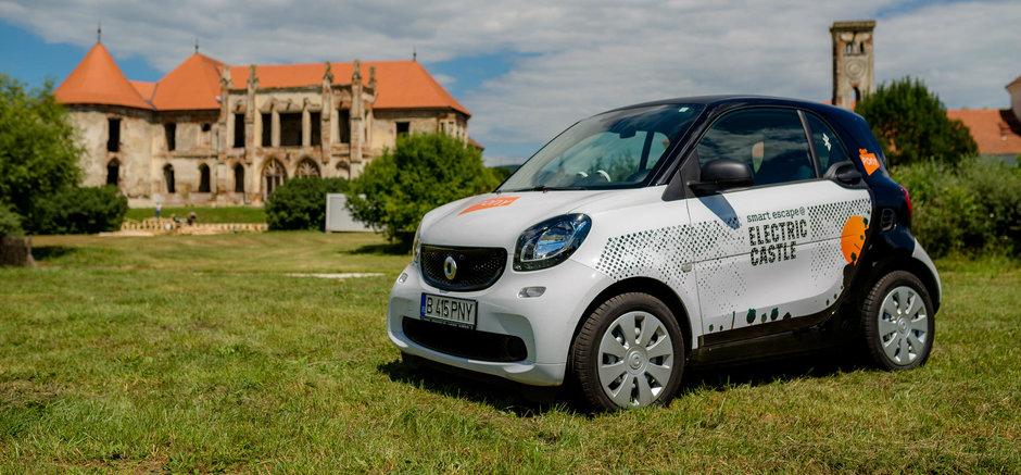 Micutele masini smart vor fi Official Ride la Electric Castle Festival