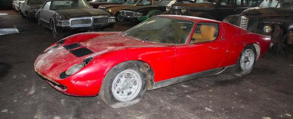 Mina de aur: 81 de masini legendare gasite intr-un depozit din Franta, printre ele si un Lamborghini Miura