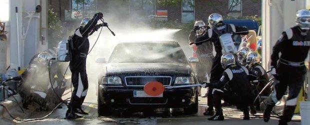 Mobil 1 si Jenson Button iti spala masina in timp record