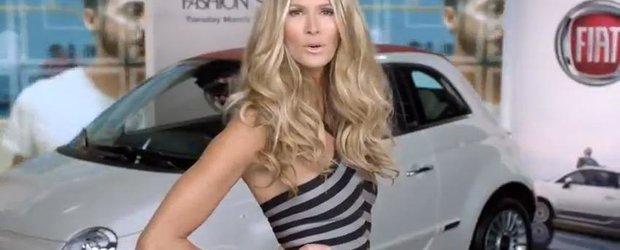 Modelul Elle Macpherson face reclama la Fiat 500