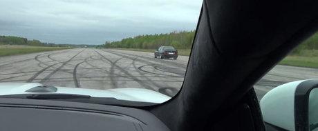 Momentul ala in care ai platit 100.000+ euro pe un Jaguar nou... doar pentru a fi umilit de o masina veche de aproape 20 de ani