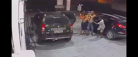Momentul in care trei brazilieni sar dintr-un Duster si fura o Kia