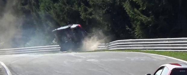 Momentul in care un Audi A4 loveste puternic parapetul de la Nurburgring