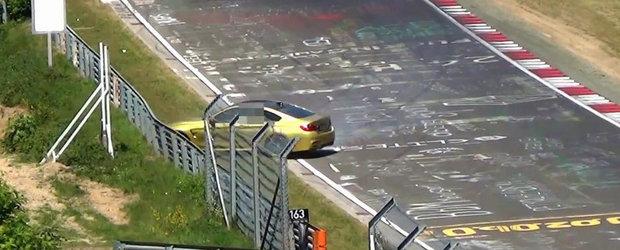 Momentul in care un BMW M4 loveste parapetul de protectie de la Nurburgring