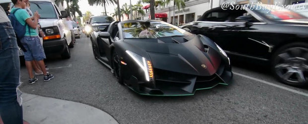 Momentul in care un Lamborghini Veneno da buzna pe strazile din Beverly Hills