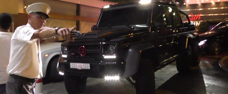 Momentul in care un sofer este invitat sa paraseasca parcarea unui casino pentru ca masina lui este... prea mare. VIDEO