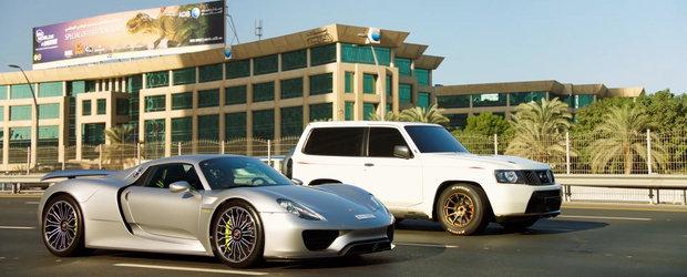 Momentul pe care poate l-ai ratat: Porsche 918 Spyder impotriva unui Nissan Patrol de 1.900 de cai