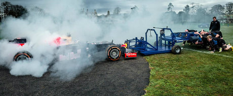 Monopostul celor de la Red Bull iese la... o gramada cu cativa rugbisti