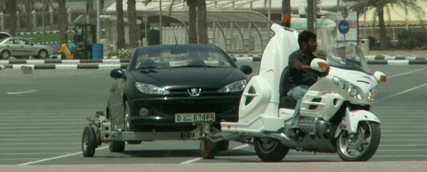 Motocicleta-platforma este gata sa-ti ridice masina!