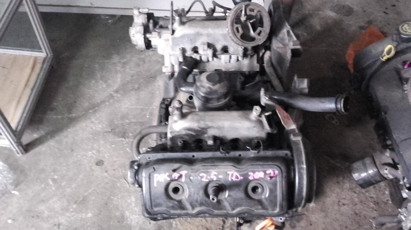 Motor fara anexe vw passat 2.5tdi, 150cp, 2001-2006, cod AKN