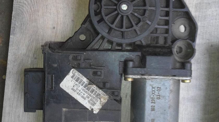 Motor macara dreapta fata peugeot 307 cod 9634457480