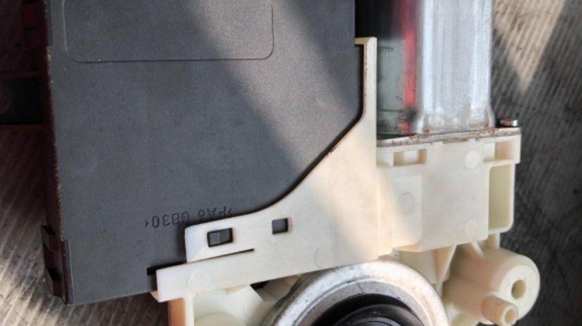 Motoras cu calculator geam dreapta spate volvo v50 30710149
