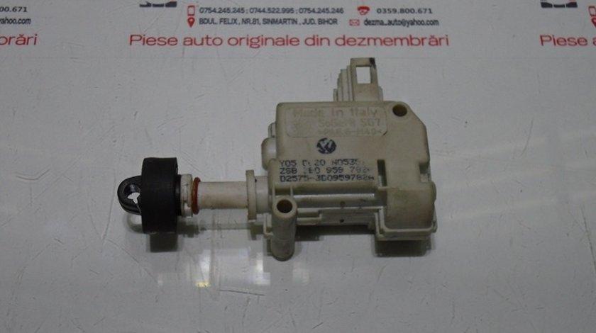Motoras deschidere capota spate 3B0959782A, Audi A6 (4F2, C6) (id:295823)