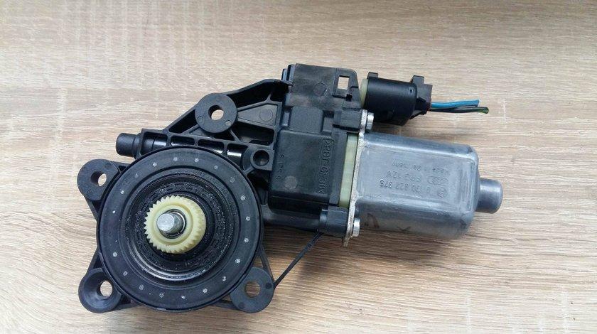 Motoras geam dreapta fata mini cooper 1.6 benz 2013 cod 0130822375