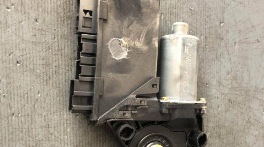 Motoras geam dreapta spate audi a4 b6 8e0959802a