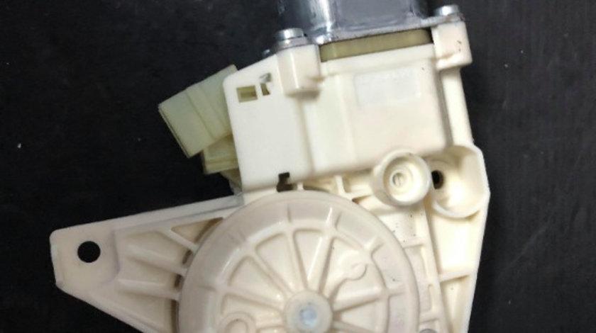Motoras geam stanga fata mercedes c-class w204 a2048200142 0130822503