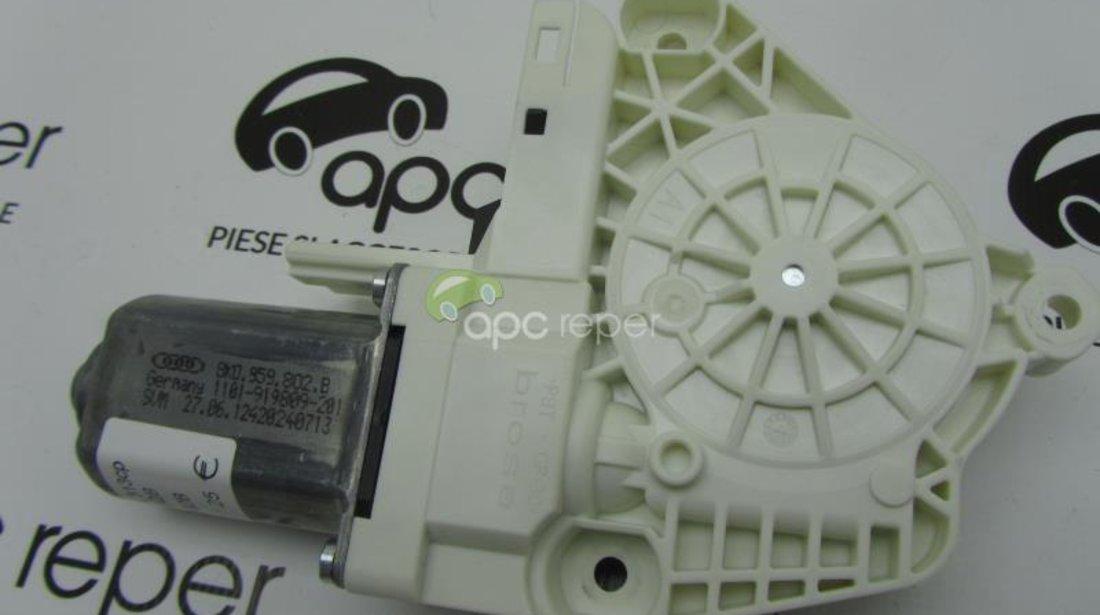 Motoras macara dreapta fata Audi 8K0959802B