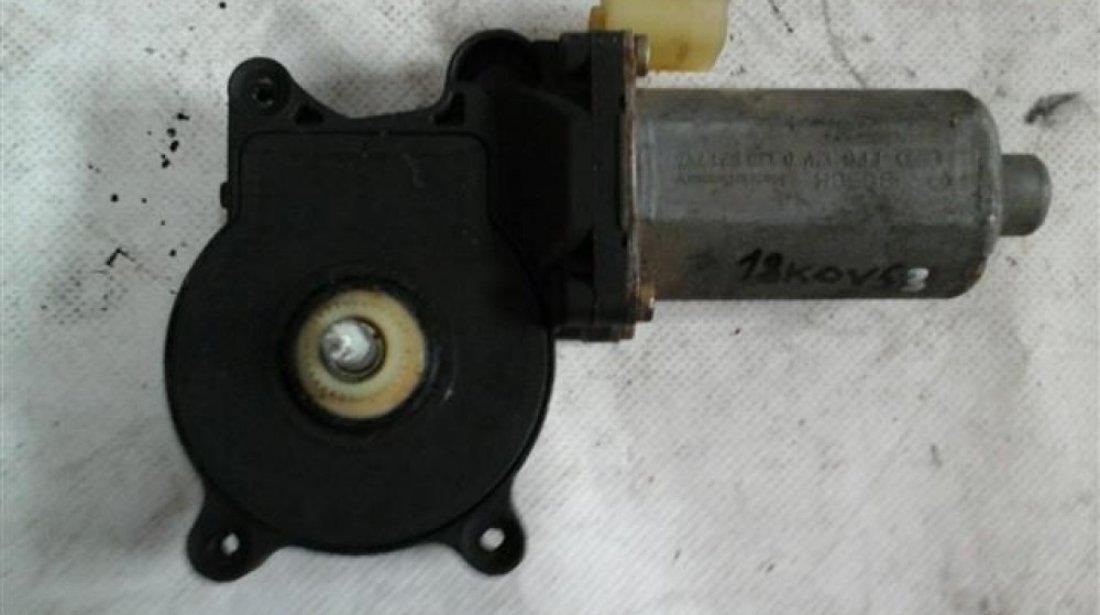 Motoras macara dreapta fata Bmw Seria 3 E46 An 1999-2005 cod 0130821717