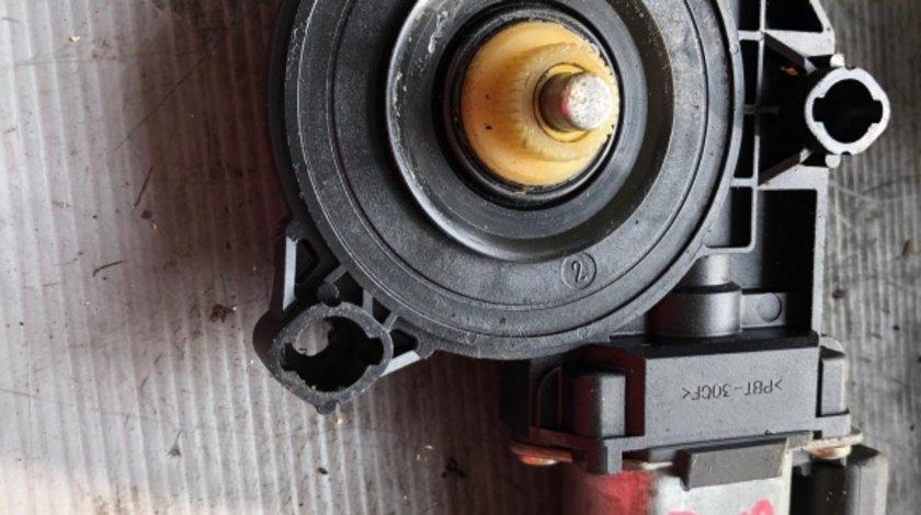 Motoras macara dreapta fata fiat stilo 50001601